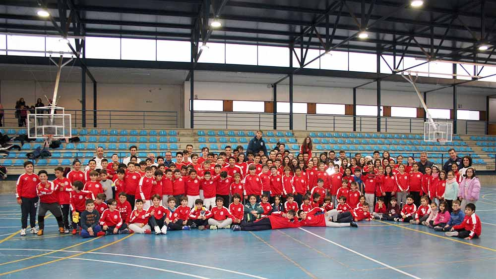 Escuelas Deportivas, foto grupo niños, monitores y autoridades