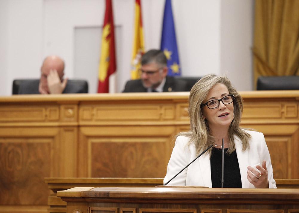 Lola Merino, en el Pleno de las Cortes Regionales