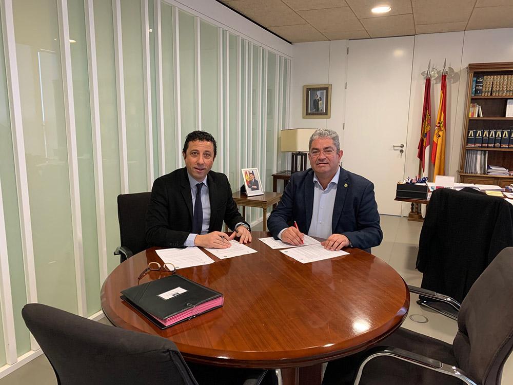 firma convenio del programa 'Tu salud en marcha', para Centro Mayores de Quintanar (TO)