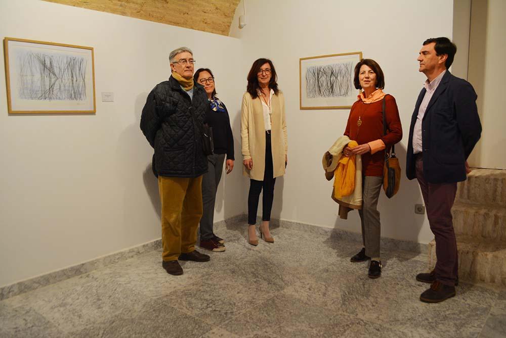 Ana Gómez y Esther Aragón en la exposición (1) 09032020