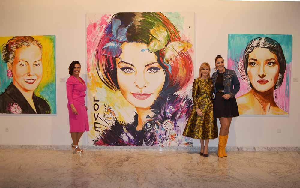 Con los retratos de Eva Perón, Sofía Loren y María Callas 04032020