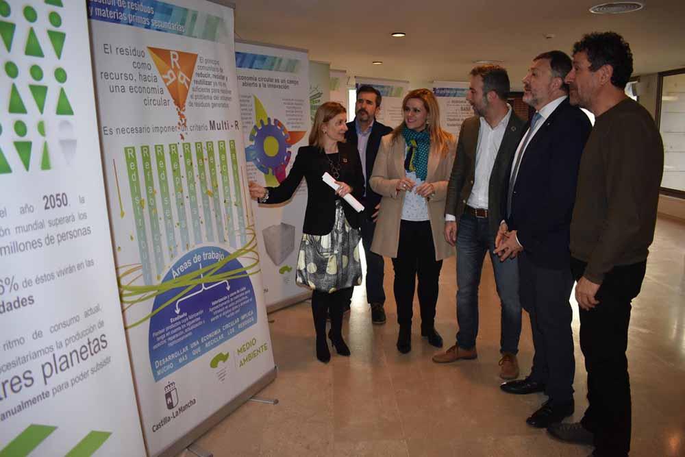 Exposición 'Castilla-La Mancha en la senda de la transición' 1