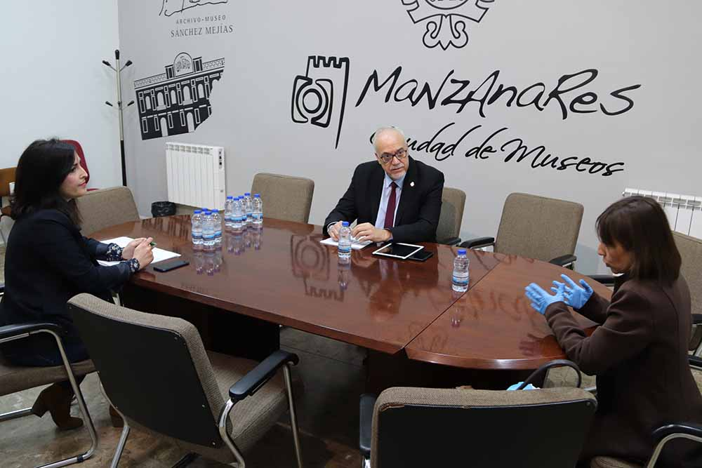 Manzanares reunion alcalde hosteleria