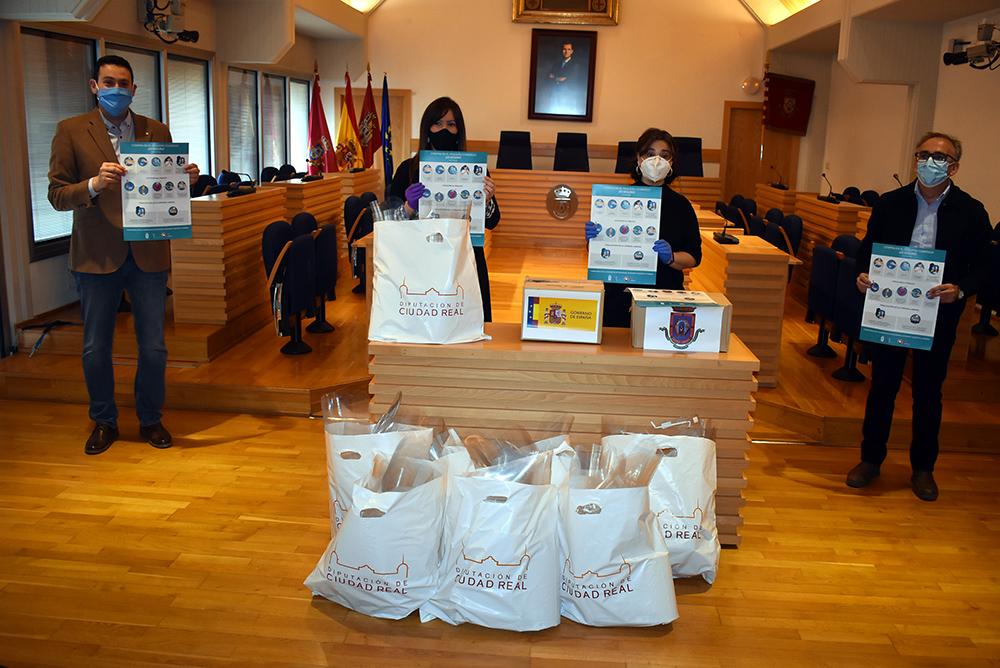 Ciudad Real entrega material al comercio