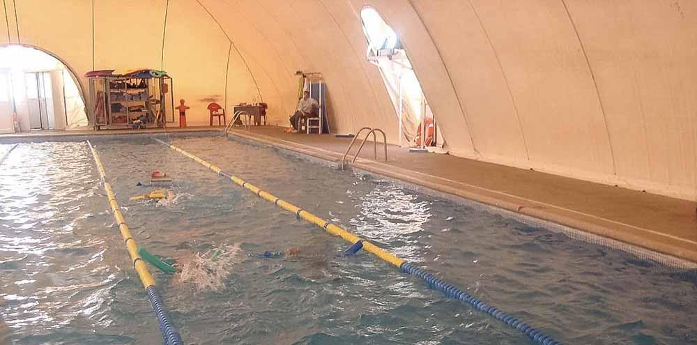 Foto de archivo del anterior globo de la piscina de Fuensalida
