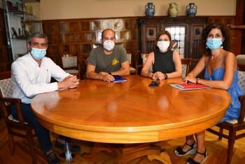 Álvaro Gutiérrez con los representantes de La Tribuna de Toledo 07082020