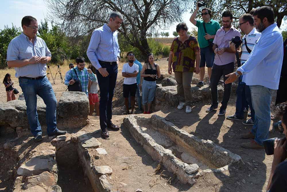 Álvaro Gutiérrez visita Los Hitos (foto de archivo)
