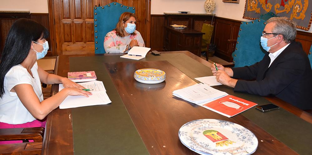 Tita García Élez alcaldesa con Cruz Roja Talavera