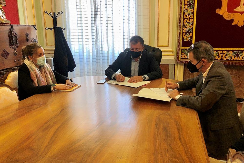 Ayuntamiento de Cuenca Firma convenio con Aprofem