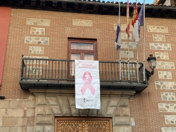foto pancarta ayto cáncer mama