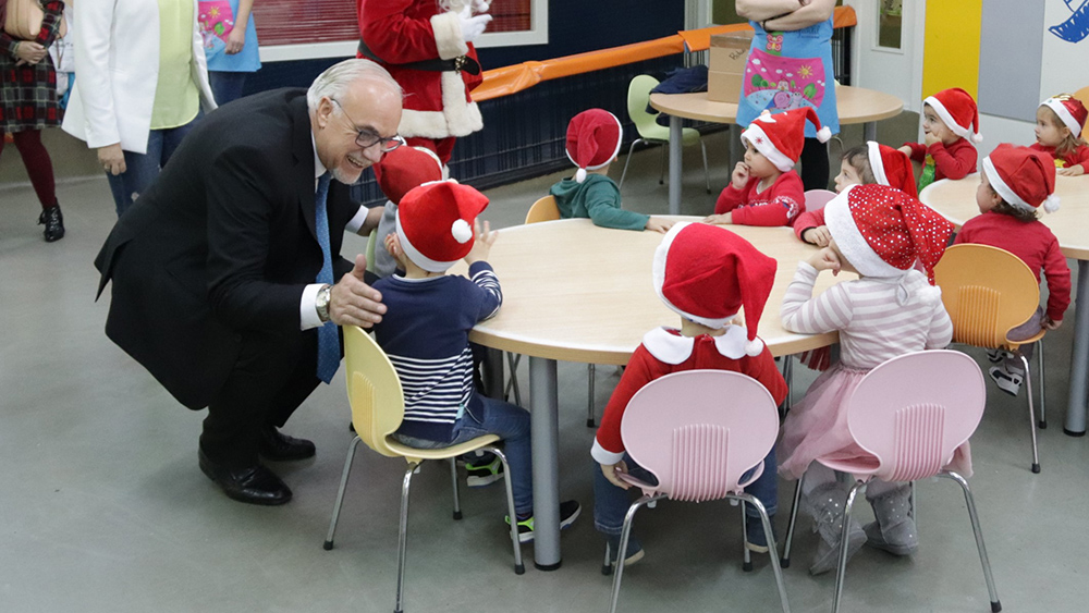 Julián Nieva visita el CAI en Navidad