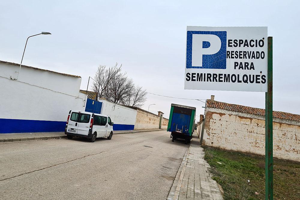 Prohibido aparcar camiones casco urbano_AdeAlba
