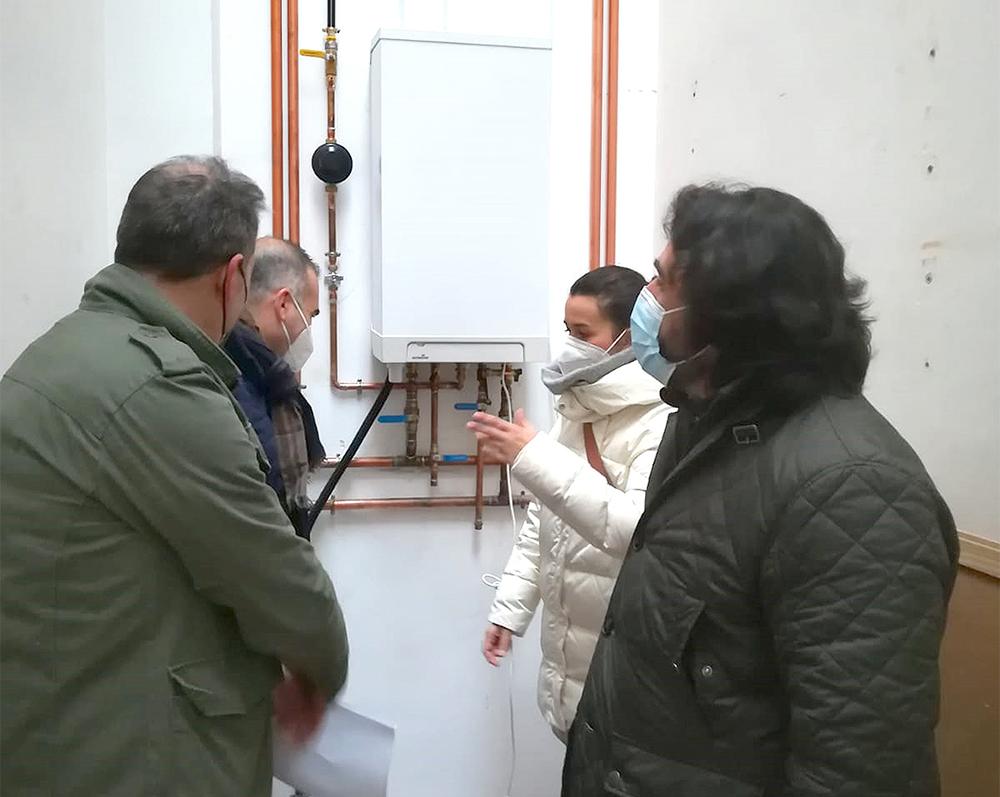 visita de Gema García Ríos, alcaldesa de Calzada de Calatrava a las obras de UP