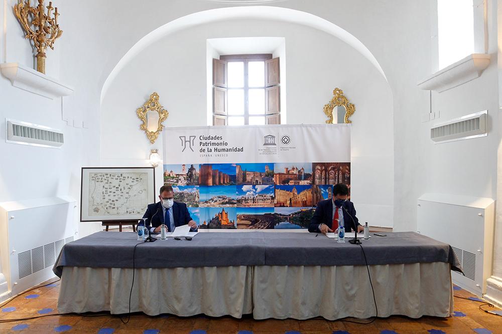 Firma convenio paradores 20210407