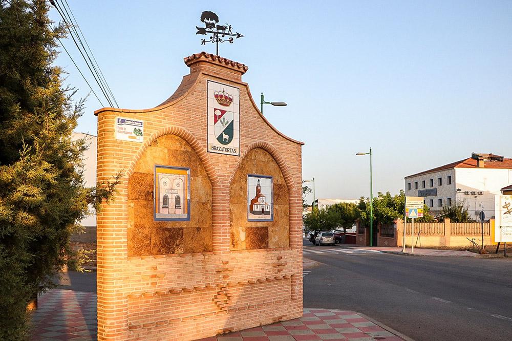 Acceso al casco urbano de Brazatortas