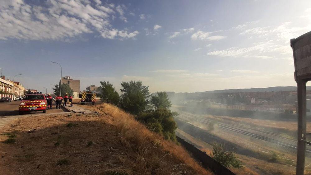 Incendio terrenos ADIF 20210823